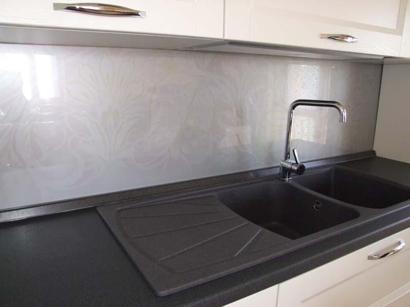 Pannelli di plexiglass per cucina profilati alluminio - Pannelli rivestimenti cucina ...