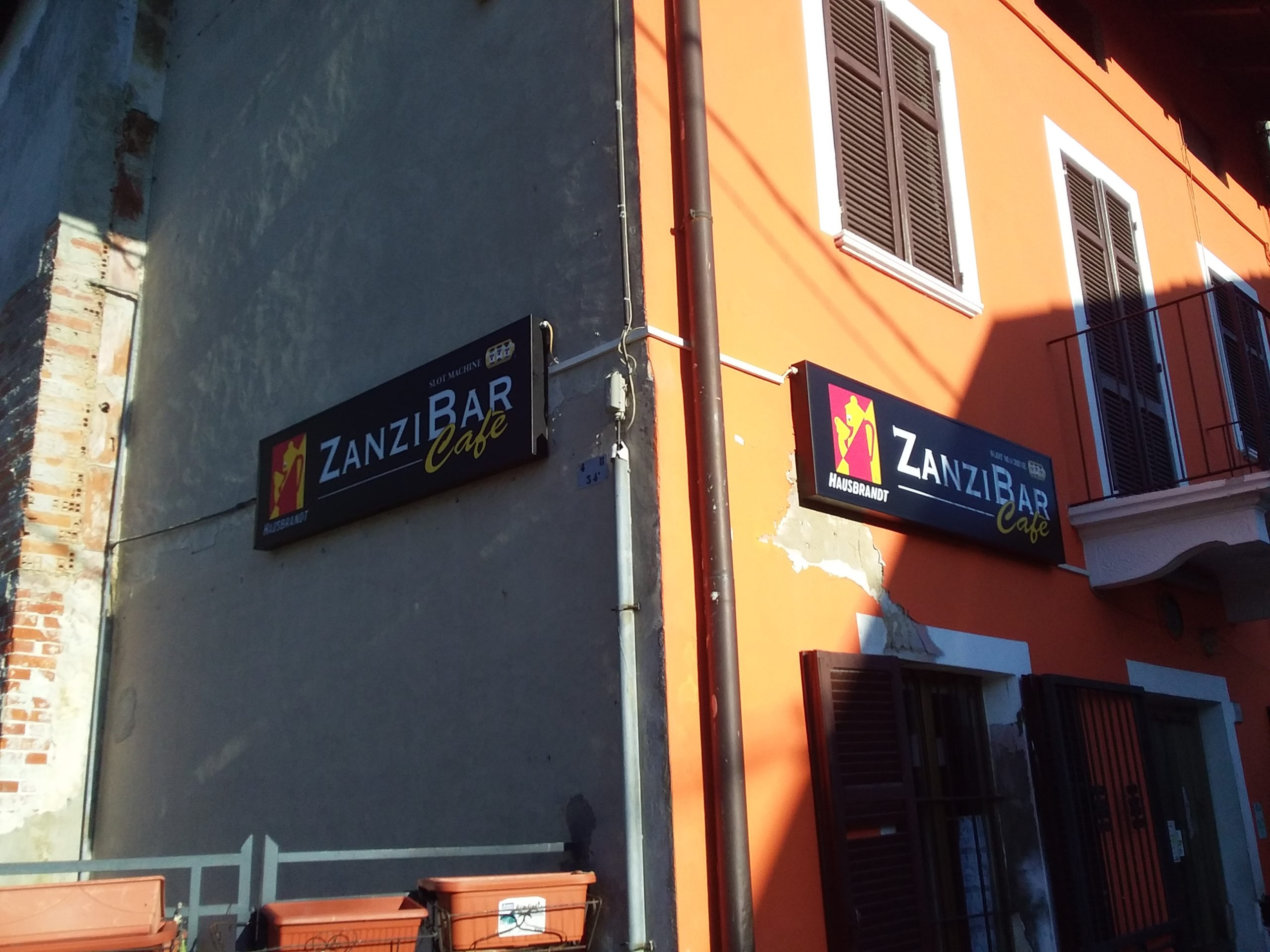 insegna luminosa Zanzibar Cafè