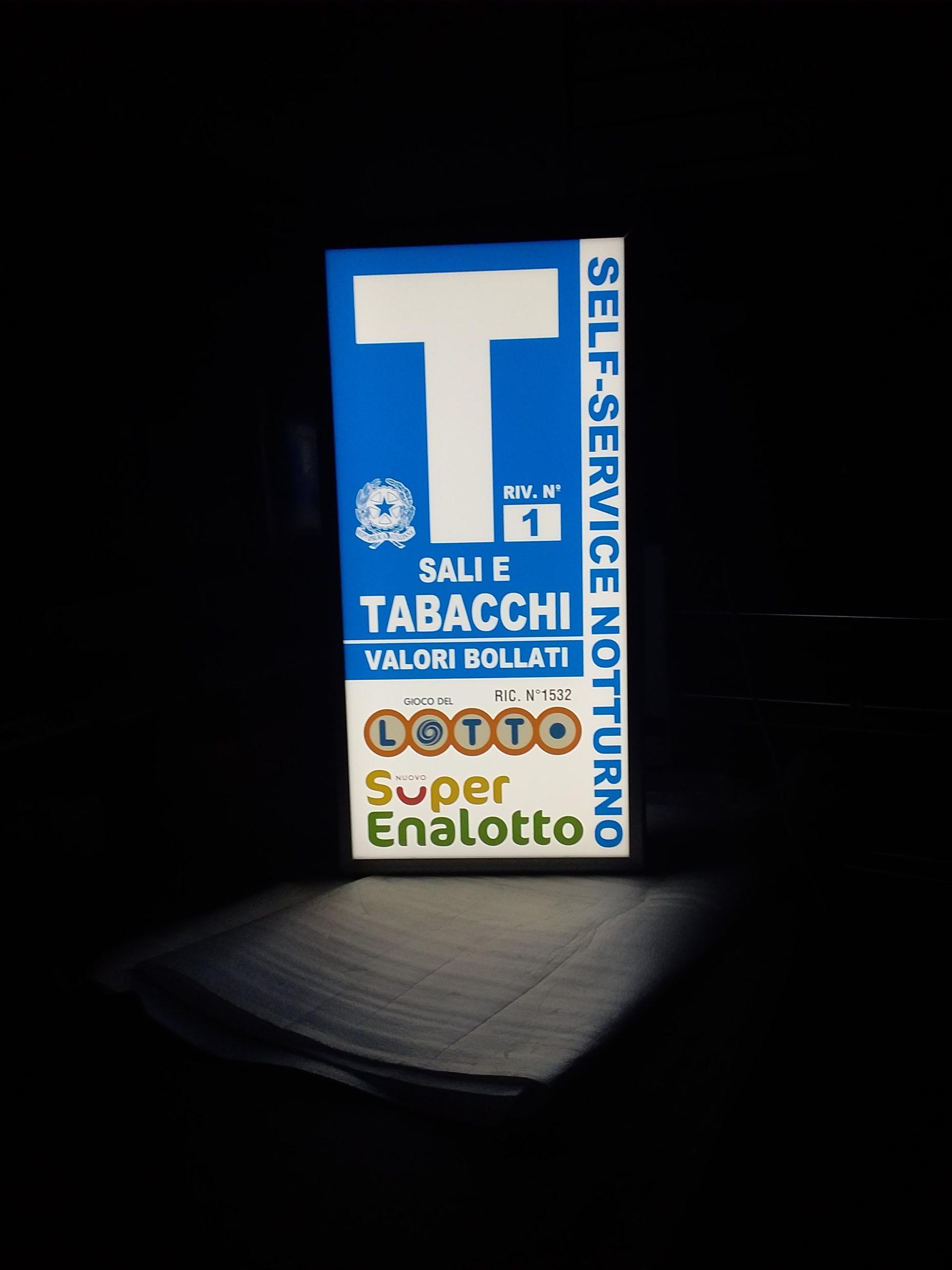 insegna bifacciale luminosa tabacchi Turati