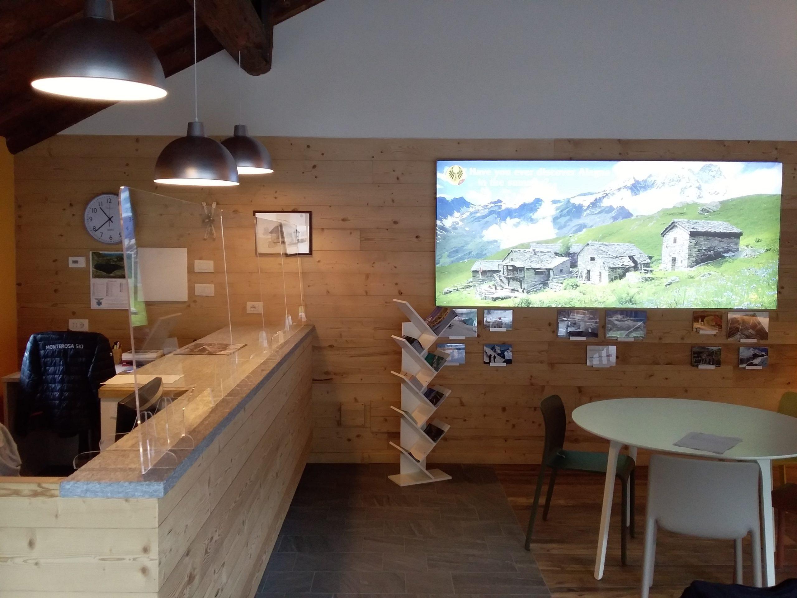 paretine anti covid e lightboc ufficio turistico Alagna